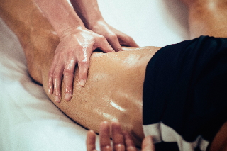 Massage de la cuisse